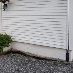Vi må bytte bord på veggen ved inngangsdøra