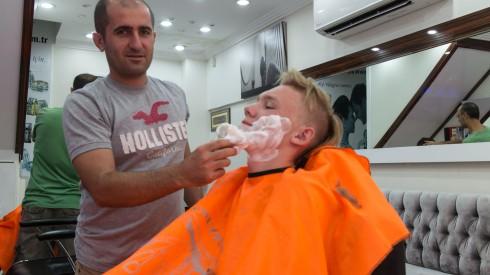 Daniel barberer seg