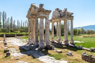 Birsen, Stine og jeg besøker Afrodites tempel utenfor Denizli